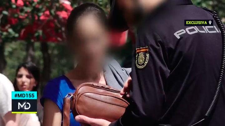 La Policía interviene por estafa a dos mujeres que vendían calendarios de la protectora Hoope