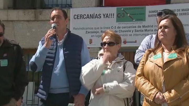 Vecinos de Robledo, Zarzalejo y Santa María de la Alameda se concentran para reclamar más Cercanías