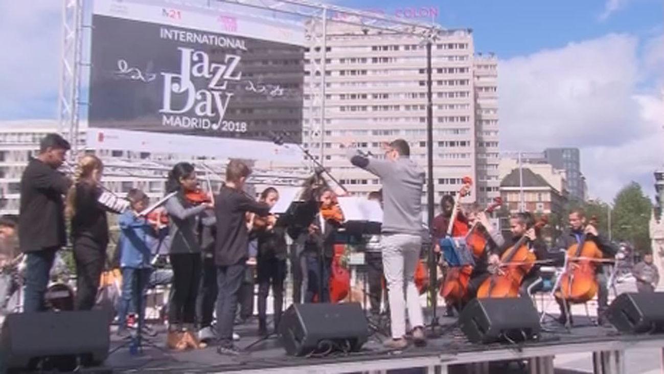 """Conciertos y bailes en Colón buscan """"divertir"""" a las familias por el Día del Jazz"""