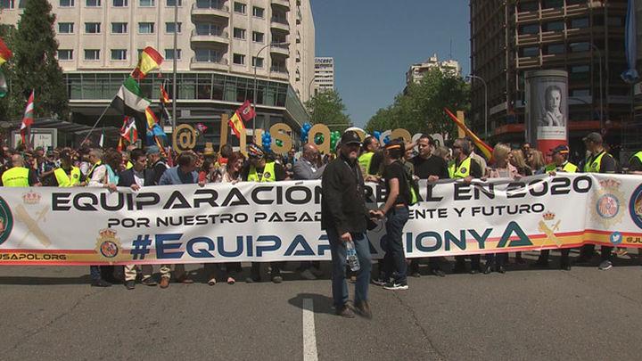 """Miles de policías y guardias civiles exigen una equiparación salarial """"real"""""""