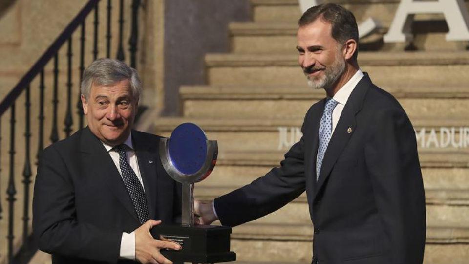 El rey Felipe VI hace entrega del XII Premio Carlos V al presidente del Parlamento Europeo, el italiano Antonio Tajani