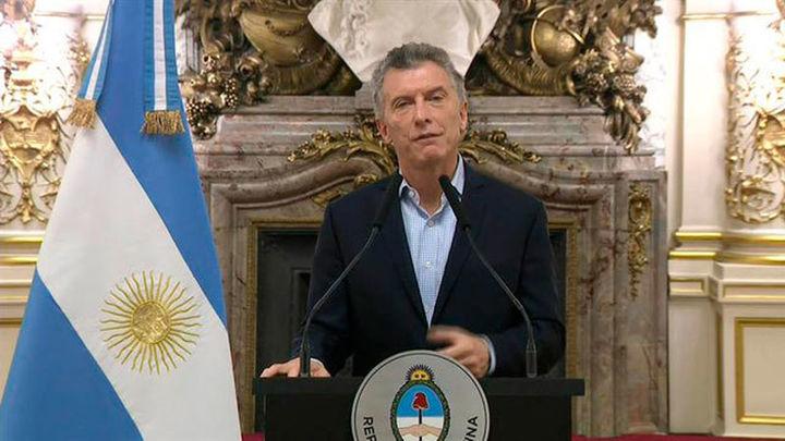 Argentina pide apoyo financiero al FMI por el desplome del peso