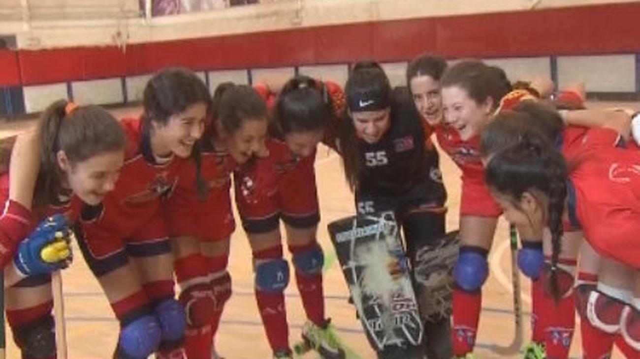 El hockey femenino, más que una tradición en el colegio Alameda de Osuna