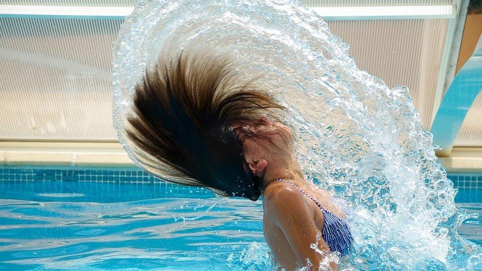 De 11 a 21 horas la piscina de verano de Aluche dará la bienvenida a los chapuzones con los que combatir el calor