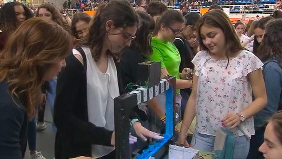 Más de 2.000 alumnos participan en el concurso 'Robocampeones' de Fuenlabrada