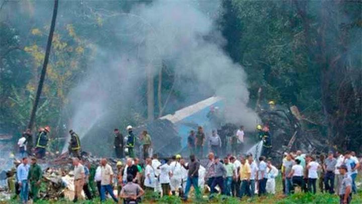 Un avión de Cubana de Aviación se estrella con 104 pasajeros en La Habana