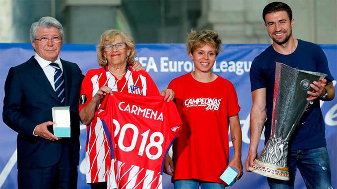 """Carmena agradece a """"campeones y campeonas"""" del Atlético por traer """"alegrías"""""""