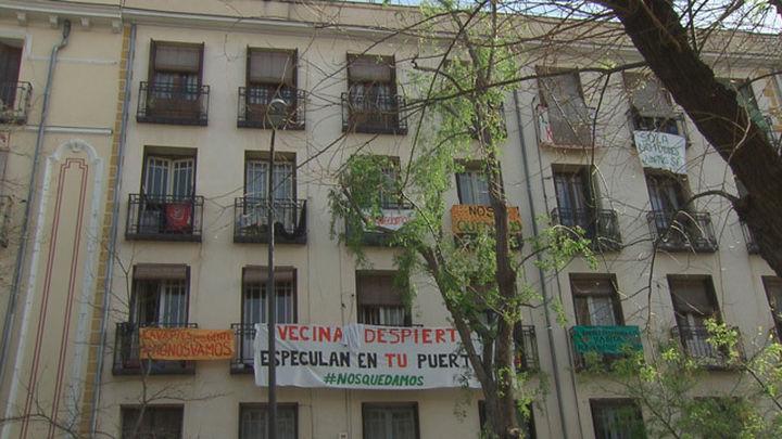 Aplazado el desalojo de una de las familias afectadas por  la compra del edificio de Argumosa