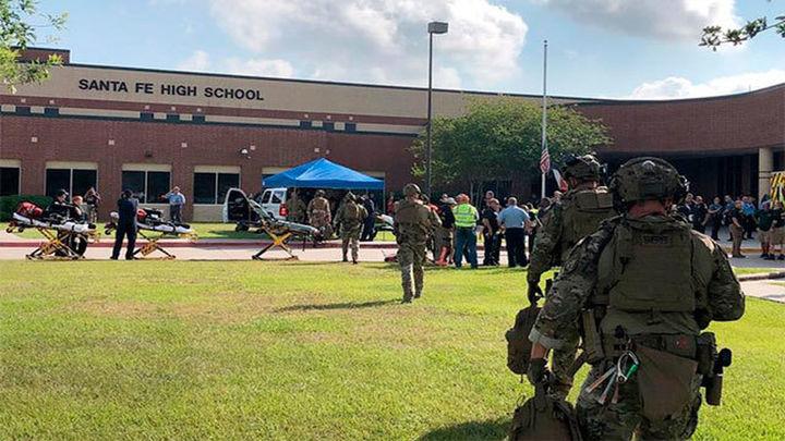 Diez muertos y varios heridos en el tiroteo en un instituto de Texas