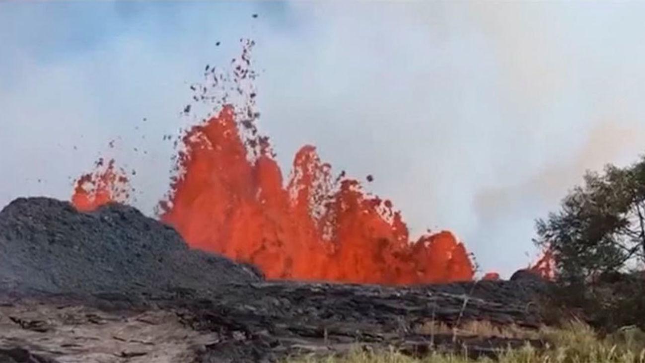 La lava del volcán Kilauea llega al Atlántico y causa un herido grave