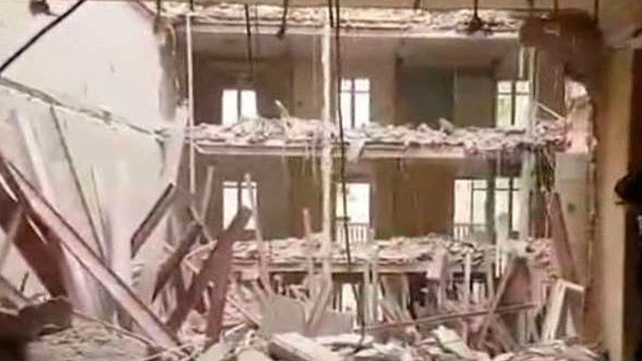 Buscan a dos trabajadores tras la caída del forjado de un edificio en rehabilitación en Chamberí
