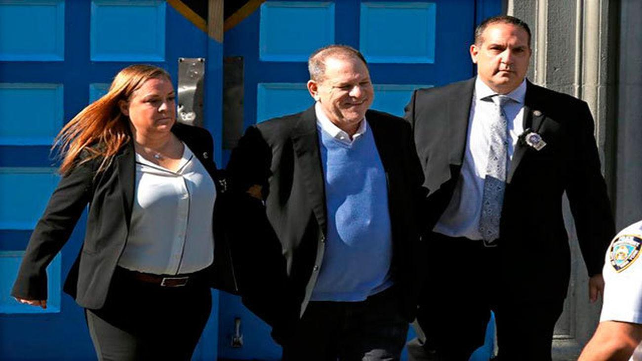 El productor Harvey Weinstein quedará en libertad vigilada con fianza de un millón de dólares