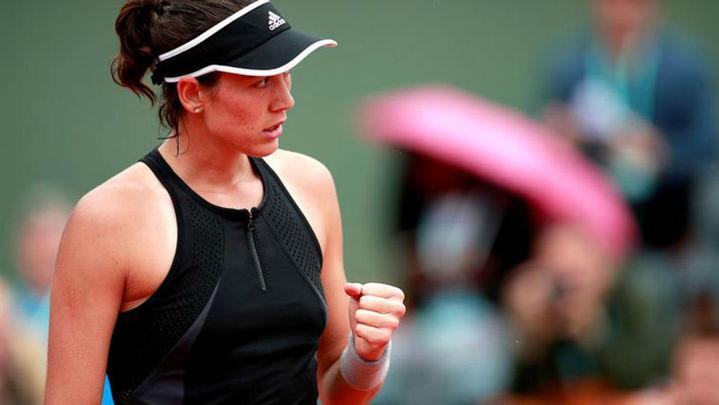 Roland Garros: Muguruza supera a la lluvia y Kuznetsova