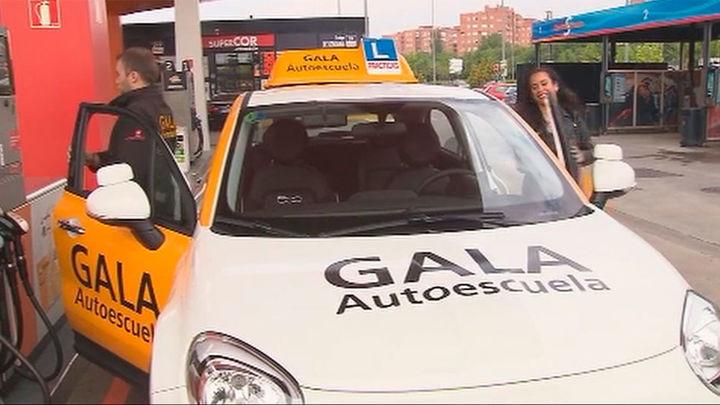 Una autoescuela madrileña cambia toda su flota a vehículos híbridos propulsados con gas