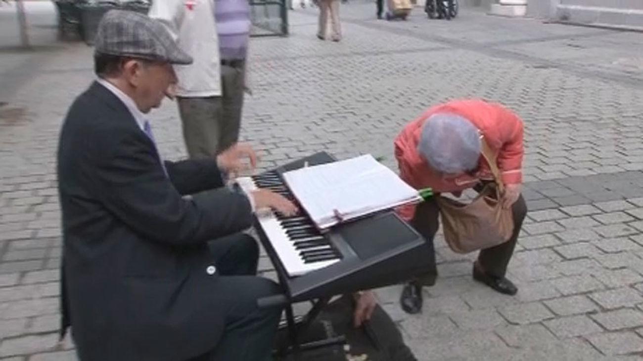 Londres reparte datáfonos a los músicos callejeros para donativos con tarjeta