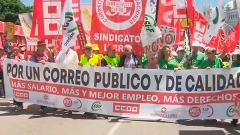 Los 8.000 trabajadores de Correos Madrid protestan por la precariedad laboral