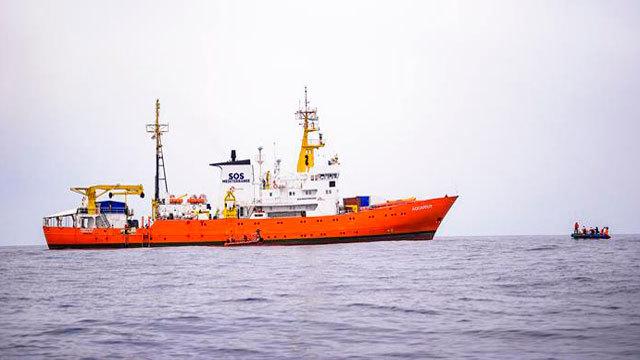 Dos barcos italianos llegan en las próximas horas para trasladar a los inmigrantes del Aquarius