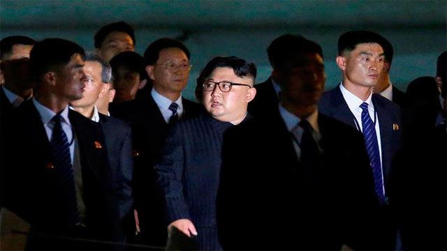 El líder norcoreano, Kim Jong-un junto a su comitiva eN Singapur