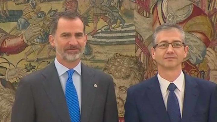 Hernandez de Cos  promete ante el Rey como gobernador del Banco de España