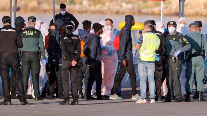 """Francia examinará las demandas de asilo del Aquarius """"caso por caso"""""""