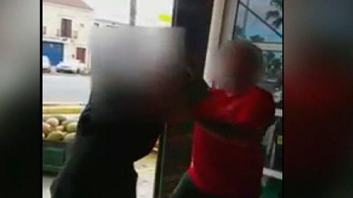 Tres vecinos de Lepe puestos a disposición judicial por mofarse de un anciano