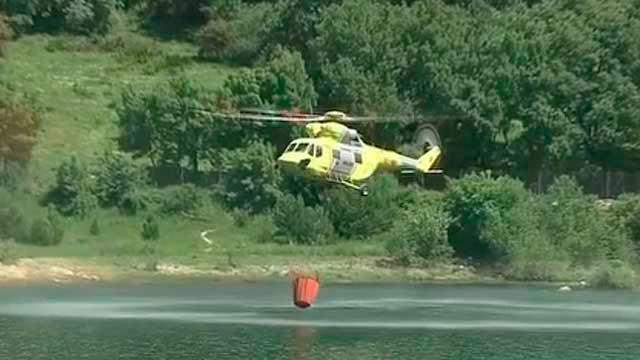 Helicóptero para la extinción de incendios