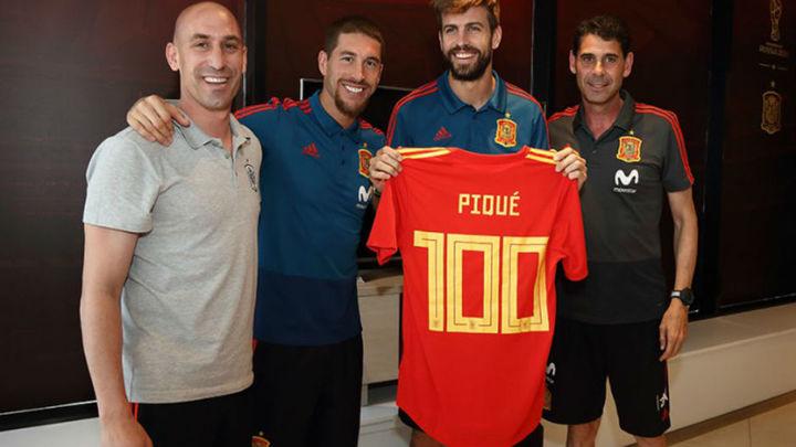 Homenaje a Piqué por sus cien partidos con España