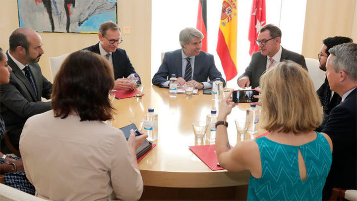 La Comunidad muestra sus oportunidades inversoras al alcalde de Berlín
