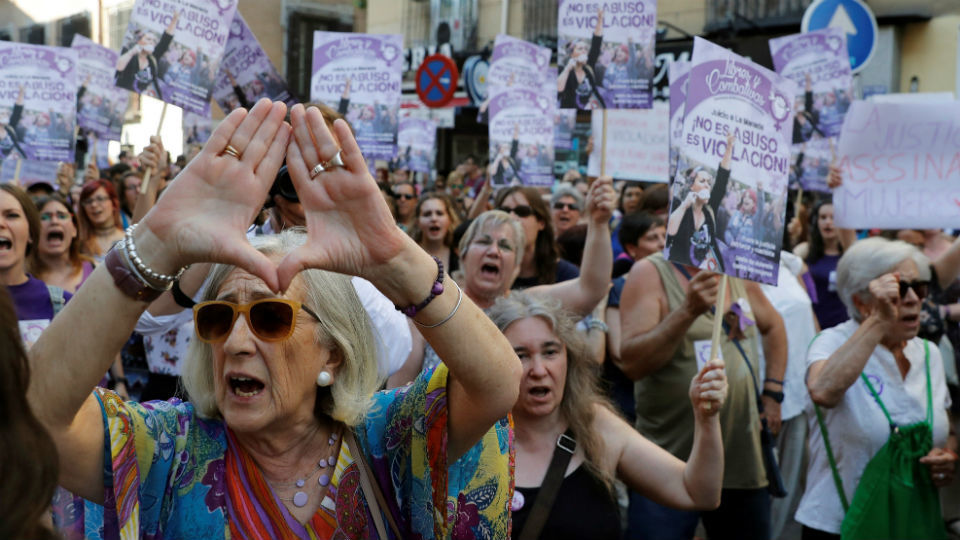Miles de personas protestan tras la libertad de La Manada