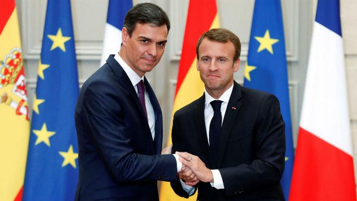 Macron y Sánchez plantean centros de desembarco de inmigrantes en el suelo de la UE
