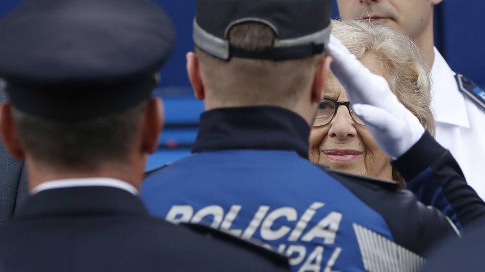 Carmena promete a la Policía Municipal una mejora de su situación laboral