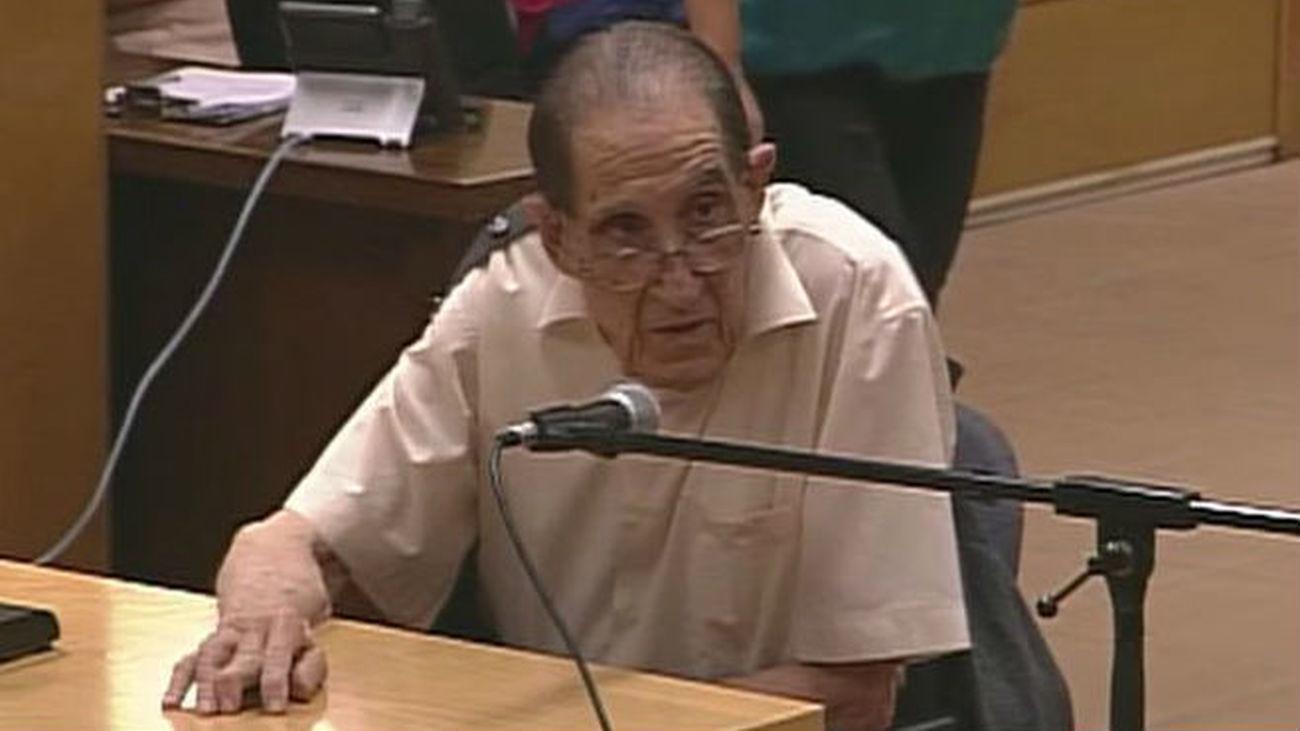 Suspenden el juicio por el robo de bebés al ingresar en urgencias el doctor Vela