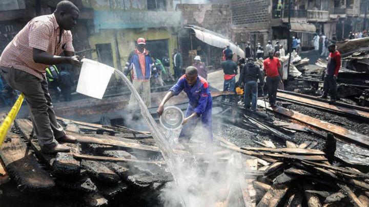 Al menos 15 muertos y 70 heridos al incendiarse un mercado en Kenia