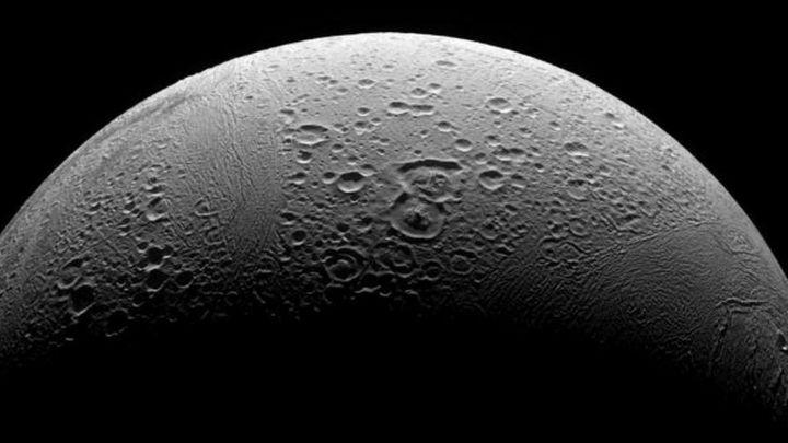Encélado, la luna de Saturno, reúne los requisitos básicos para la vida