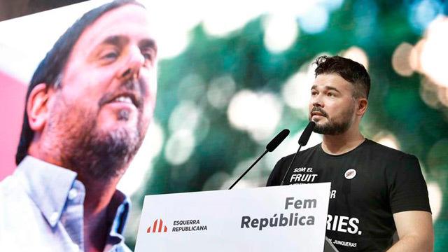 El diputado por ERC en el Congreso, Gabriel Rufián, da lectura a una carta del presidente del partido Oriol Junqueras