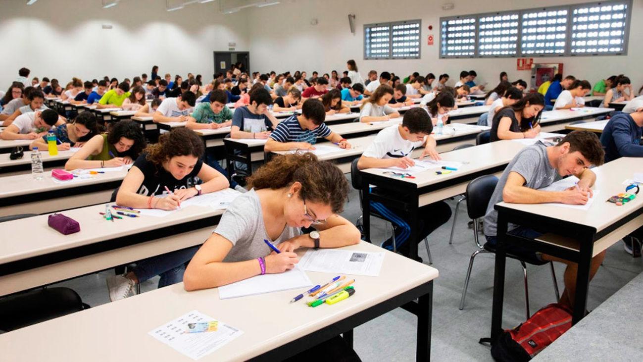 Miles de estudiantes comienzan hoy la convocatoria extraordinaria de la EVAU