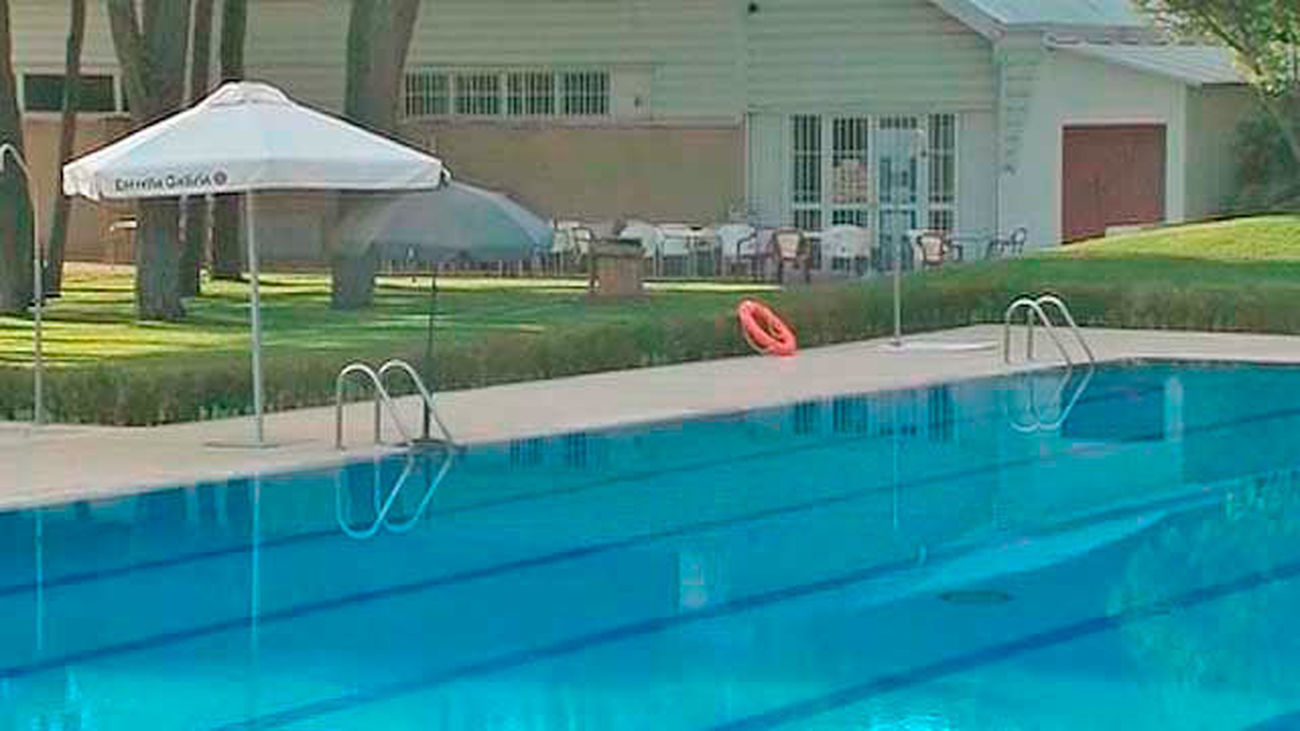 Un niño de 9 años se ahoga en una piscina de Colmenar de Arroyo y 'revive' tras una hora de reanimación