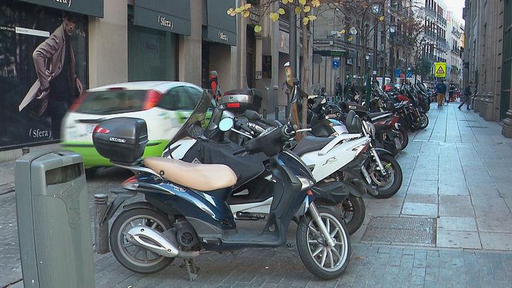El distrito Centro amplía un 111% las zonas de aparcamiento de motos en la calzada
