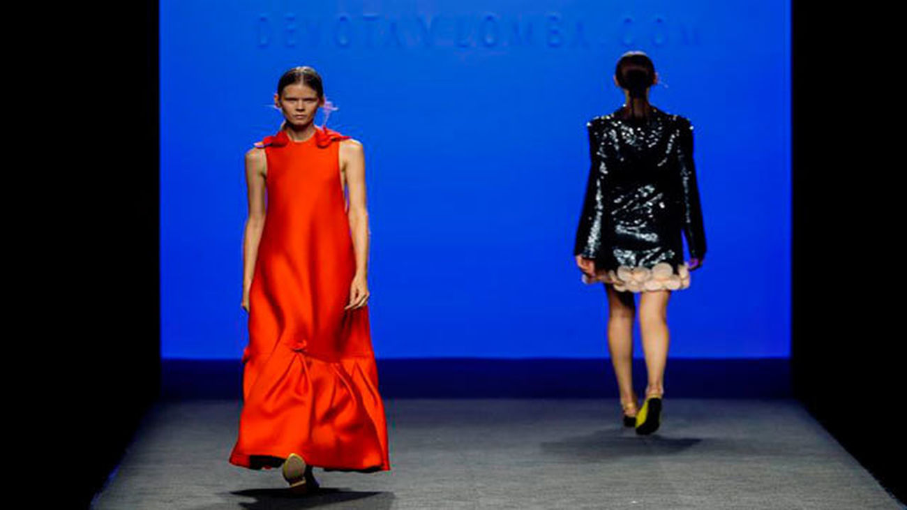 Dos modelos lucen creaciones de Devota & Lomba