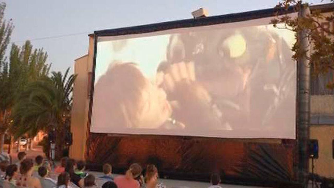 El cine en La Bombilla se retrasa hasta el 19 de julio por problemas administrativos