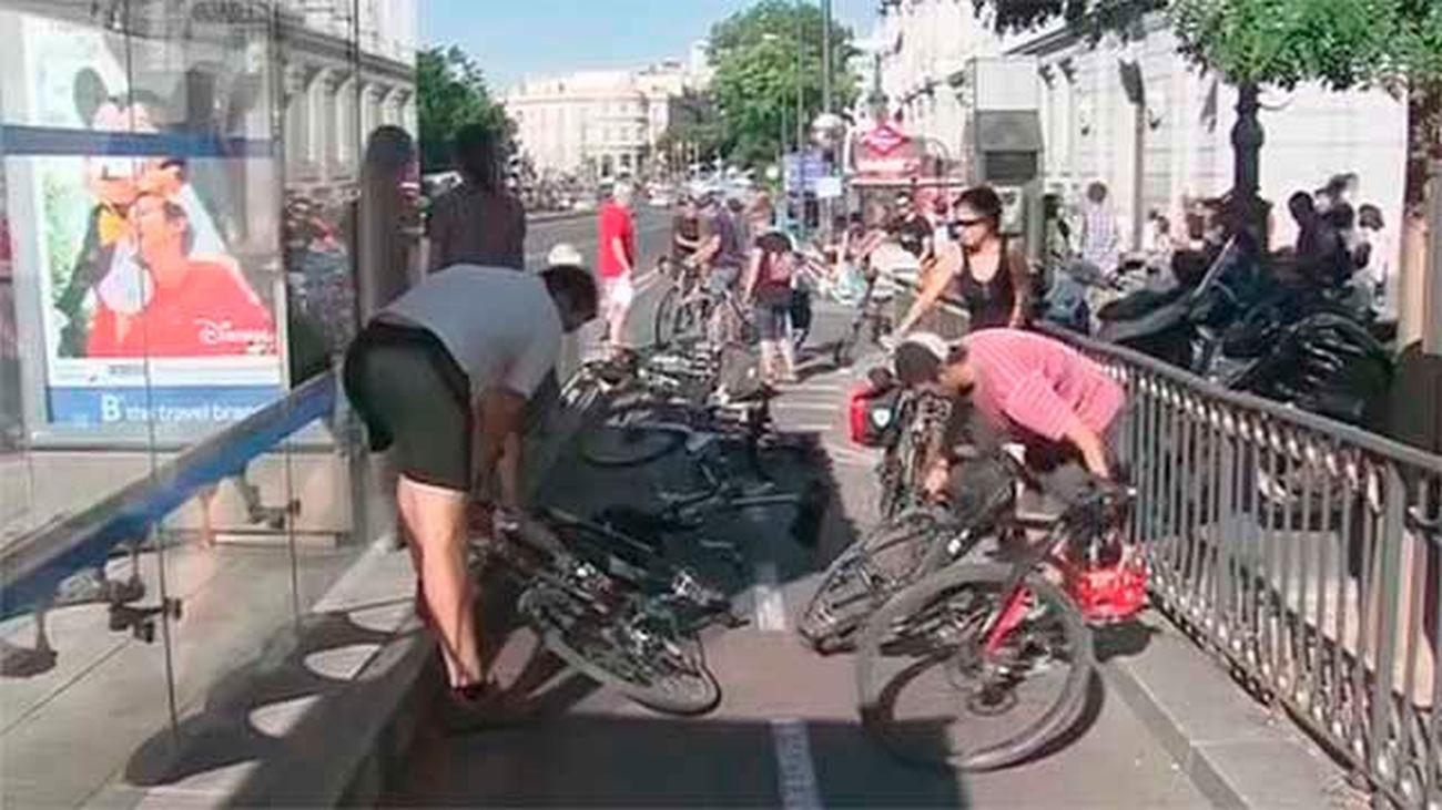Ciclistas madrileños reclaman mas seguridad al Ayuntamiento en el aniversario de la muerte de Juanjo