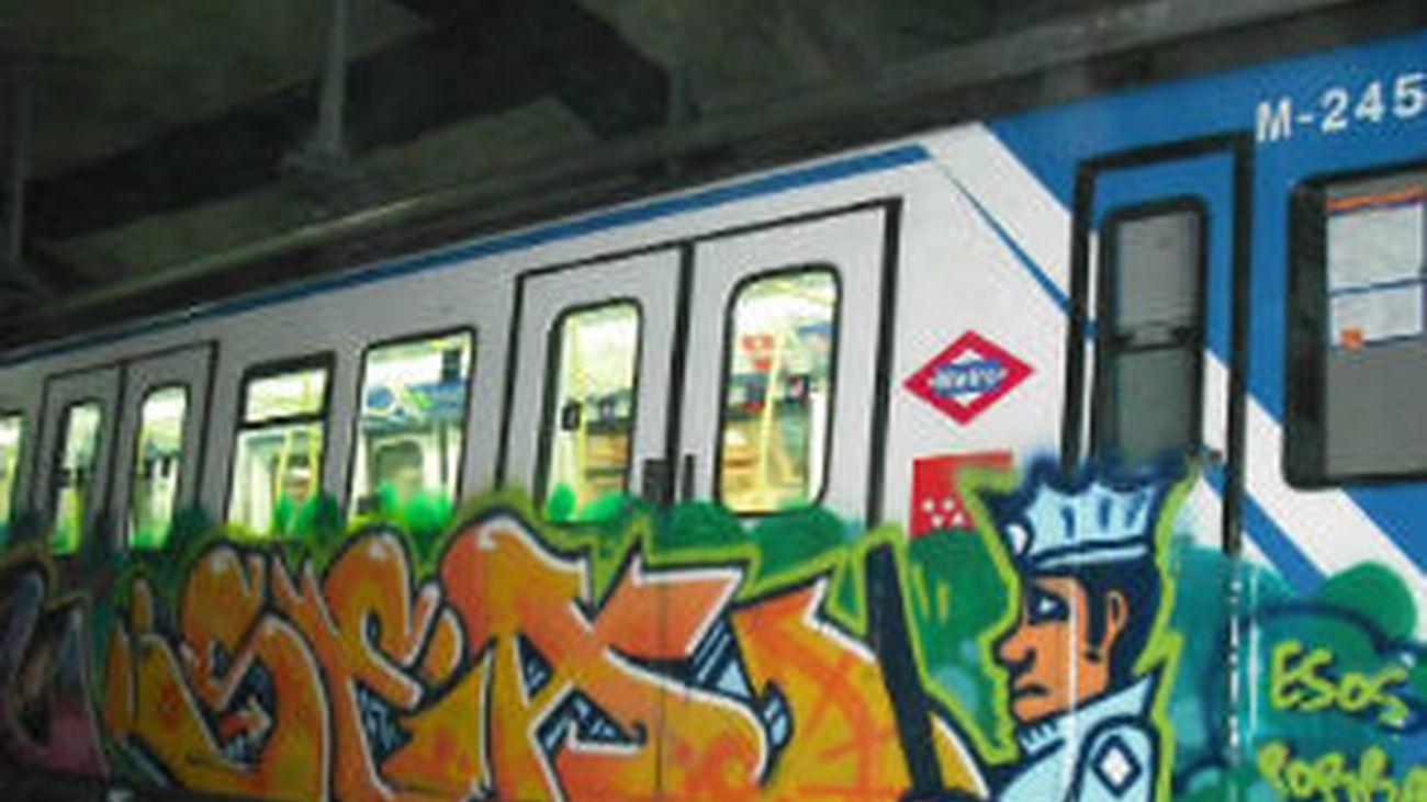 La Policía detiene al grafitero más activo del Metro