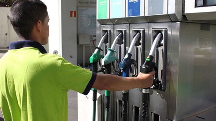 Los precios de las gasolinas, en máximos históricos en plena operación salida