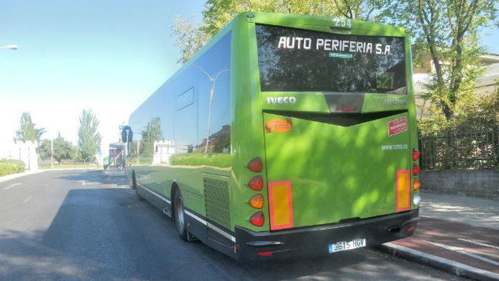 La Comunidad instala la primera 'Parada a Demanda' de autobús en la que los usuarios solicitan el servicio
