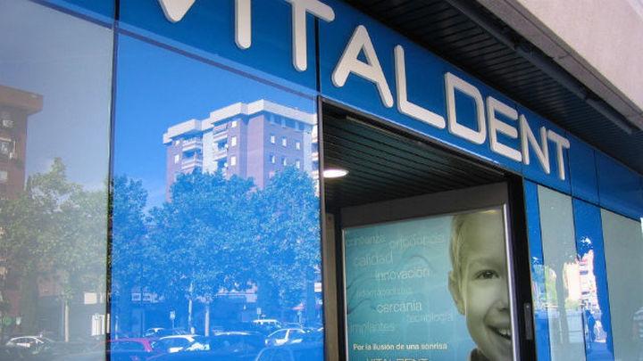 FACUA manifiesta su preocupación por el futuro de los clientes de Vitaldent, tras la detención del propietario