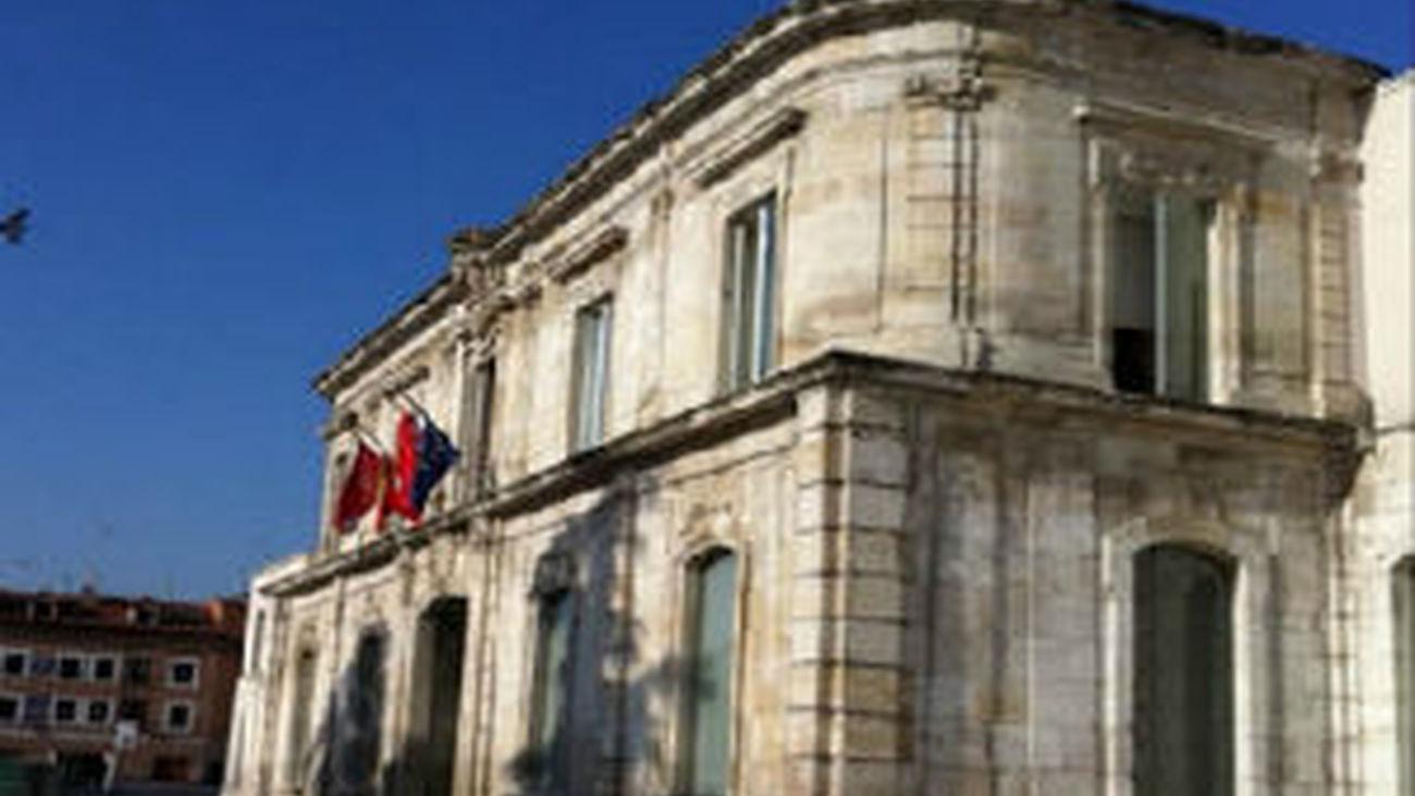 Los vecinos de la plaza de la Fábrica de Paños denuncian al ayuntamiento de San Fernando