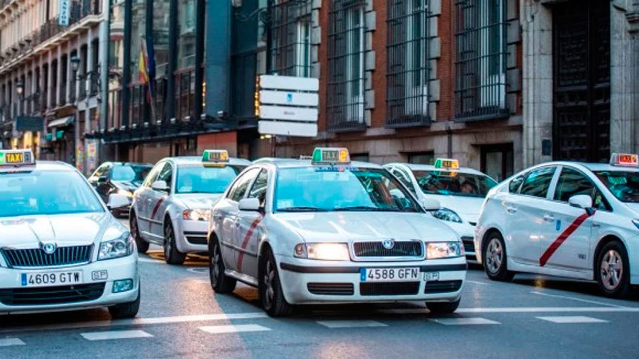 Madrid se quedará este martes sin taxis por una huelga contra Uber y Cabify