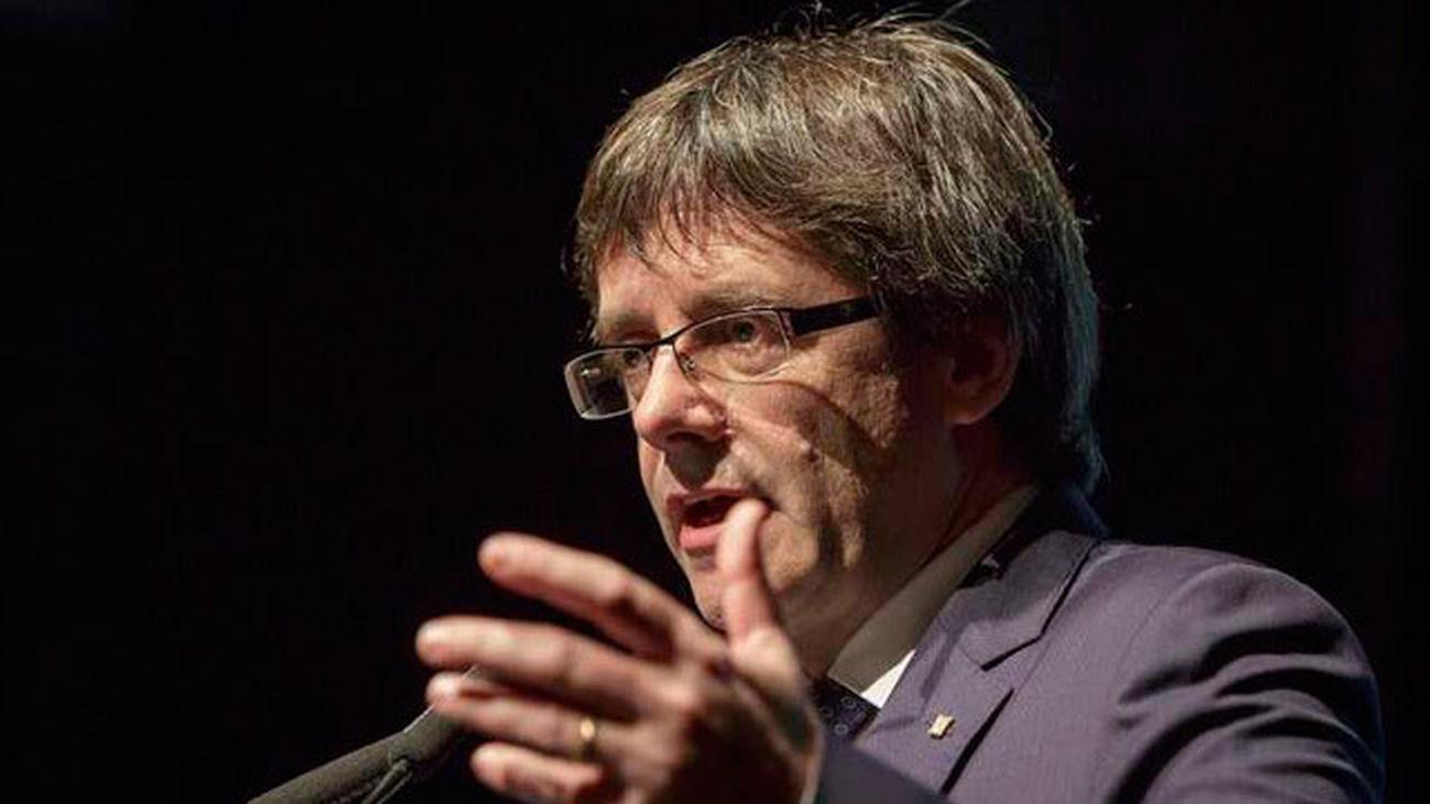 Puigdemont insiste en pactar con el gobierno la pregunta del referendum de Cataluña