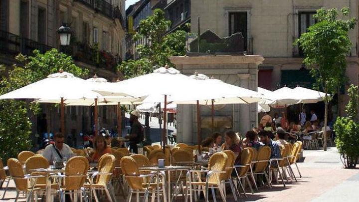 Madrid prohíbe las falsas terrazas en el centro y fija los horarios de apertura