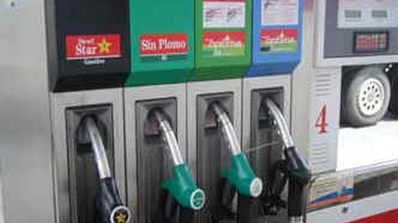 Los carburantes encadenan tres semanas de bajada en el precio